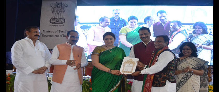 Awards to Master Weavers on 2nd National Handloom Day